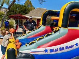 Grandparents-Week-Club-2021-Bouncy-Jumpy-Rooms-Inflatable-Bounce-House